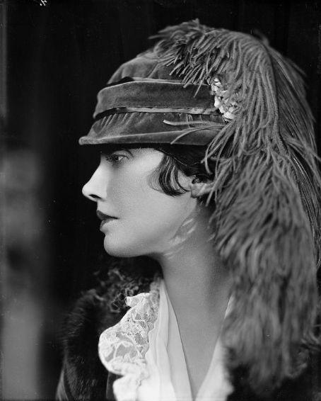 Katharine Cornell Extraída de photos.lucywho.com